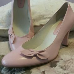 """Gianni Bini Pink Leather Heels Gianni Boniface beautiful spring pink shoes. Just in time for Easter. The heel measures 3"""". In excellent condition. They have been gently worn. Gianni Bini Shoes Heels"""