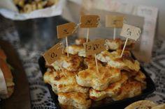 Myllyn Paras pannukakkujauhoista ohjeen mukainen taikina, ja lisäksi Täytteeksi laitoin:  2 purkkia tonnikalaa 1/2 purkkia aurinkokuivattua tomaattia 1 sipuli silputtuna 2 valkosipulinkynttä 1 pussi juustoraastetta oreganoa  Katso ohjeet blogista.  Resepti testattu Hopottajat-kampanjassa www.hopottajat.fi/pannukakkujauho #paraspannari #hopopannari Cereal, Breakfast, Party, Food, Breakfast Cafe, Fiesta Party, Essen, Receptions, Parties