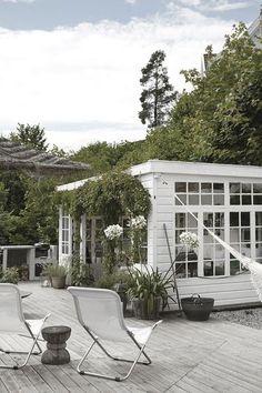 Pergola Ideas For Deck Code: 9965462772 Outdoor Rooms, Outdoor Gardens, Outdoor Living, Scandinavian Garden, Scandinavian Style, Greenhouse Farming, Green House Design, Wooden Greenhouses, Patio Interior