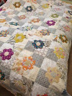 Hexagon Quilt Pattern, Hexagon Patchwork, Patchwork Patterns, Quilt Patterns, Scrappy Quilts, Mini Quilts, Quilting Projects, Quilting Designs, Quilting Ideas