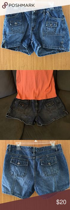 """🌟20% Off Bundles🌟 Arizona Jeans hipster denim shorts size 13 in dark stonewash. Back flap pockets and front small flap pockets have snap closures. 3.5"""" inseam and riveted 2"""" slits on each side. Waist measures about 17"""" straight across the top when laying flat. Zipper fly, 100%cotton. These are very sturdy shorts but don't have much stretch. Arizona Jean Company Shorts Jean Shorts"""