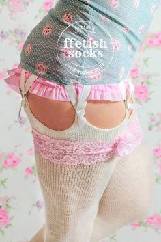 Pure WHITE VEGAN Thigh Highs - Extra Long better than Leg Warmer Over-the-knee Acrylic Socks for Winter Bride - White Boot Socks for Wellies Stockings Outfit, Sexy Stockings, Knee High Stockings, Sexy Socks, Socks And Heels, Knee Socks Outfits, Thigh High Socks Outfit, White Thigh High Socks, Cable Knit Socks