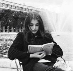 How to be Parisian: When you can't travel, read.