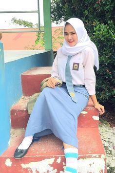 Indonesian Girls, Hijab Chic, High School Girls, Girl Hijab, Beautiful Hijab, Bollywood, Gw, Veil, Cute