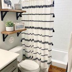 Modern Farmhouse Bathroom, Modern Bathroom Decor, Modern Decor, Boys Bathroom Decor, Farmhouse Ideas, Farmhouse Design, College Bathroom Decor, Cute Bathroom Ideas, Teenage Bathroom Ideas
