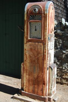 Old, rusty gas pump. Empire Mines, Grass Valley, CA (S. Caputo)