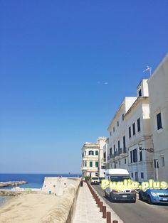 Ferienwohnungen am Strand in Gallipoli in der Altstadt - Puglia. Hotel Am Strand, Hotels, Kirchen, Bella, Street View, Mansions, Live, House Styles, Water