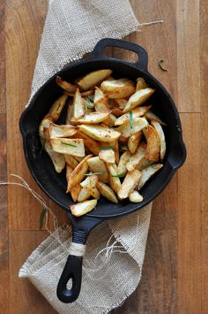 Baked Rosemary Garlic Fries - tried these recently at home and they were delicious. No deep-frying necessary!