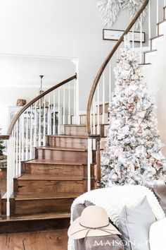 This blush flocked Christmas tree is a soft almost neutral spin on a traditional holiday tree. Find out how to get the look of this blush Christmas tree the easy way! This blush flocked C Flocked Christmas Trees, Gold Christmas Decorations, Christmas Mantels, Holiday Tree, Christmas Home, Christmas Tree Ornaments, Christmas Holidays, White Christmas, Christmas Stairs