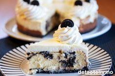 WOW, for en kake! Fullspekket med kremost, rømme, kremfløte og mørke Oreo sjokoladekjeks, og så mektig og full av kalorier at det er en FRYD! Livet er jo til for å nytes!