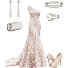 Absolutely beautiful. I would love to have somewhere to wear something like this.