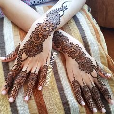 Our entertaining gallery of this season's hottest rearfoot bracelet tatto designs for ladies. Modern Henna Designs, Floral Henna Designs, Mehndi Designs Feet, Stylish Mehndi Designs, Mehndi Designs 2018, Henna Art Designs, Indian Mehndi Designs, Mehndi Design Pictures, Mehndi Designs For Beginners