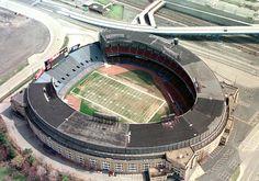 Past NFL Stadiums - Stadiums of Pro Football - Your Ticket to Every NFL Football Stadium Nfl Browns, Cleveland Browns Football, Cleveland Ohio, Cleveland Indians, Cleveland Rocks, Browns News, Nfl Stadiums, Sports Stadium, Stadium Tour