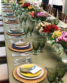 Tem mesa mais colorida e alegre??? {} Bem a cara de como um almoço de Sexta tem que ser  Inspiração via @pontodecor