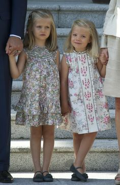 Diy Crafts - Princess Of Asturias, Leonor and infanta Sofía of Spain Little Girl Outfits, Cute Outfits For Kids, Little Girl Fashion, Cute Little Girls, Dope Outfits, Little Girl Dresses, Baby Girl Dresses, Baby Dress, Cute Dresses