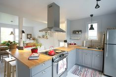Grey IKEA Bodbyn Kitchen With Wooden Countertops / Cuisine Grise IKEA  Bodbyn Avec Plan De Travail