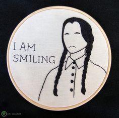 "Bastidor bordado Wednesday Addams ""I Am Smiling""  Wednesday Addams Embroidery hoop. ""I Am Smiling""  (bordado moderno, bordado livre, bastidor, bordado)"