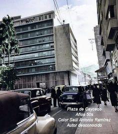 Hermosa foto de la Plaza de Caycedo años 50s Autor desconocido Color digital: Saúl Ramírez. De colección Plaza, Street View, Challenges, Colombia, Antique Photos, Cities, Colors, Fotografia, Past Tense