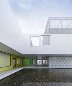 Youth Center of Qingpu / Atelier Deshaus