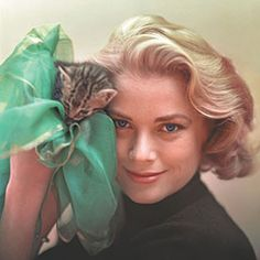 """Hollywood's Most Glamorous Feline Lovers are Featured in New Book Cat Lady Chic - Grace Kelly in 1955's """"To Catch a Thief"""" #InStyle"""