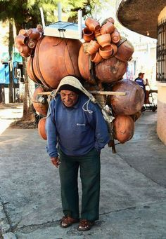 A hard working man doing honest work. God bless him! A hard working man doing honest work. God bless him! Mexican Folk Art, Mexican Style, Mexican Crafts, We Are The World, People Of The World, Mexican Pictures, Mexico People, Mexico Culture, Foto Art