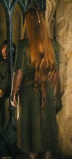 I didn't know Tauriel's hair was wavy at the ends.
