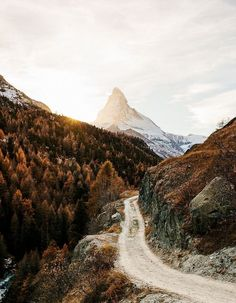 Trail through the mountains during fall #LandscapeMountain #fallhikingmountain