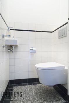 Zwart wit wc badkamer pinterest toilet small bathroom and smallest house - Deco toilet zwart ...