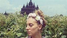 Rozhovor se Zuzanou Lhotovou o jejím životě v Indonésii pro lidovky.cz / 10. 10. 2017 Tanzania, Crown, Fashion, Weights, Moda, Corona, Fashion Styles, Fashion Illustrations, Crowns