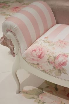 Shabby Chic Pink, Shabby Chic Bedrooms, Shabby Chic Cottage, Vintage Shabby Chic, Shabby Chic Homes, Shabby Chic Style, Shabby Chic Furniture, Shabby Chic Decor, Rose Cottage
