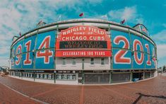 What to do in Chicago with TravelGuide.City, you find more than top ✅ ten attractions and cheap things to do in Chicago in our website Must Do In Chicago, Day Trips From Chicago, Chicago Things To Do, Visit Chicago, Chicago Travel, Travel Usa, Cheap Things To Do, Stuff To Do, Baseball Park
