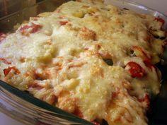 Musaca de cartofi cu carne si ciuperci Musaka, Romanian Food, Romanian Recipes, Pasta, Home Food, Savoury Dishes, Main Meals, Entrees, Food To Make