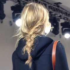 messy braids Runway Hair inspo: Effortless back braid My Hairstyle, Box Braids Hairstyles, Pretty Hairstyles, Hairstyle Tutorials, Braid Tutorials, Braided Hairstyles For Wedding, Blonde Hairstyles, Spring Hairstyles, Hair Inspo