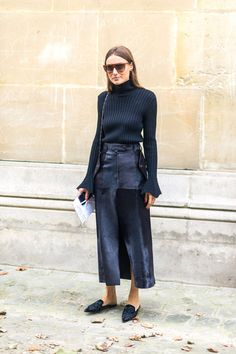 Turtleneck bell sleeve knit top x fitted skirt x pointed flat mule