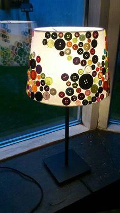 bricolage - décorer une lampe avec des boutons