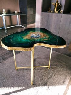 So luxury green emerald geode table, 6 layers of resin epoxy, glitters and cryst. - Home Decor - Epoxyfox Decor, Green Chair Living Room, Living Room Green, Emerald Bedroom, Green Decor, Art Table, Home Decor, Coffee Table, Emerald Green Bedrooms