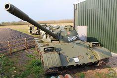 Tank T-54 của binh chủng tăng thiết giáp búa liềm Việt Nam