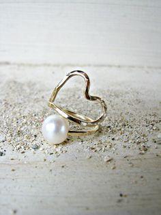 Or coeur anneau, bague en or blanc perle, coeur anneau perle, martelé bague or, bague, bague enroulée, mariage or blanc ivoire