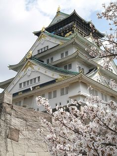 Spring at Osaka Castle, Japan    Beautiful design   Jeee hee zuss .. I MUST go to Japan! <3 <3