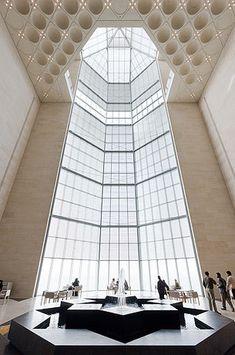 Museu de Arte Islâmica (Museum of Islamic Art-MIA) em Doha, Qatar, Space Architecture, Islamic Architecture, Amazing Architecture, Architecture Details, Amazing Buildings, Built Environment, Doha, Islamic Art, House Design