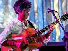 """Comemorando os 30 anos de carreira, o guitarrista baiano Mou Brasil sobe ao palco do Auditório do Sesc Vila Mariana para apresentar ao público seu mais recente álbum, """"Farol""""."""