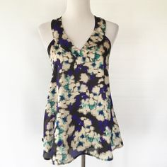 HIP SLEEVELESS TANK Excellent condition HIP Tops Tank Tops