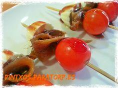 Brochetas de cherry, anchoa y queso de burgos con vinagre de frambuesa