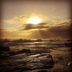 #australia#goldcoast#coolangatta#coolangattabeach#snapperrocks#goodmorning#surfsession#surf#oceanlovers#ocean#morning#waves#sunrise# by andreakoppany