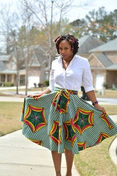 DIY african print skirt made with McCalls 4875. Very easy to sew full skirt pattern. Start to finish garment in 2 hours. Sewing african print ankara style skirt the easy way, fashion sewing, easy sewing, beginner sewing pattern, african print fabric, worn with thrift store clothes and shoes | Thriftanista in the City
