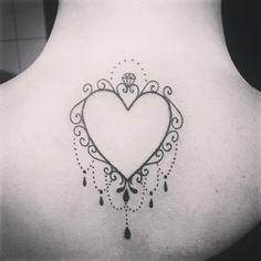 """Uau! Tattoo super diferente da <a href=""""http://instagram.com/paulaquintais"""">@paulaquintais</a>, muito amor!  Tatuagem feita pela <a href=""""http://instagram.com/lohaynesilvaa"""">@lohaynesilvaa</a>"""