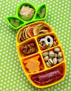 Tips on packing a good variety of healthy travel snacks for your kids and family. Good eating on the road or in the air is key to happy family travel. #AwayWeGo