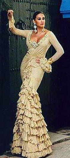 Spanish Dancer, Flamenco Dancers, Mermaid, Formal Dresses, Beauty, Spain, Flamingo Party, Flamingos, Walkway