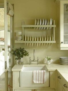 My ideal home is your daily source of interior design, architecture, home ideas and interior inspirations. Farmhouse Kitchen Decor, Country Kitchen, New Kitchen, Kitchen Sink, Farmhouse Sinks, Kitchen Islands, Kitchen Interior, Farmhouse Style, Plate Racks