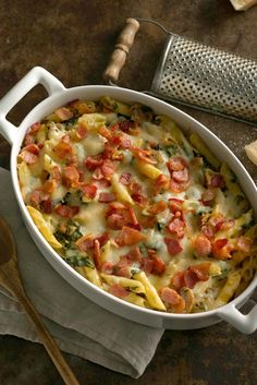 Easy, creamy, savory and veggie-packed, this rich, delicious dish is affordable without tasting like it! And it's ready in just over an hour. Casserole Recipes, Pasta Recipes, Cooking Recipes, Healthy Recipes, Easy Eat, Quick Easy Meals, Easy Dinners, Freeze Ahead Meals, Baked Penne